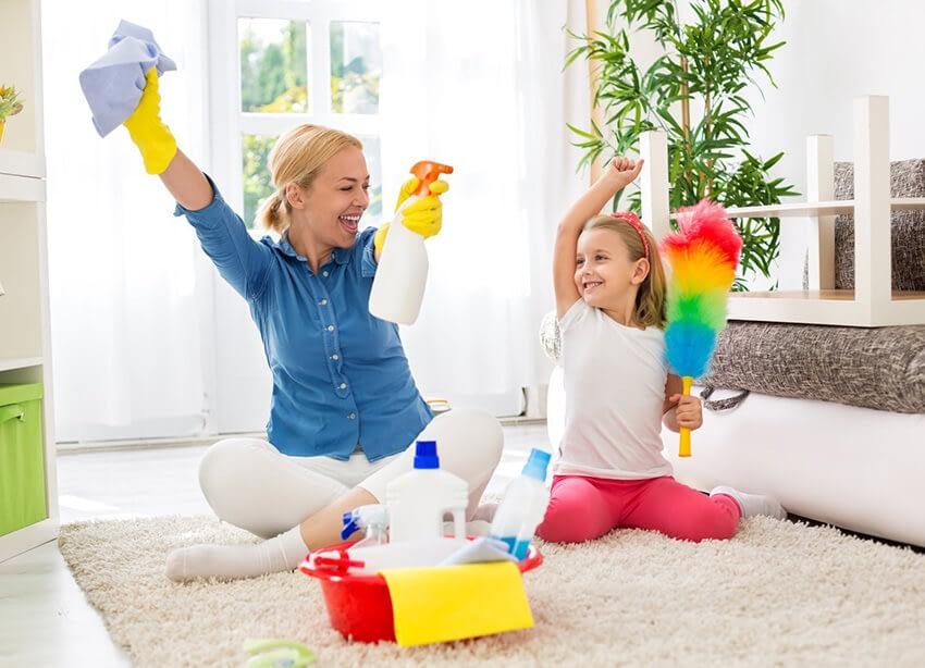 Städa hemma med hjälp från barnen: fem roliga tips