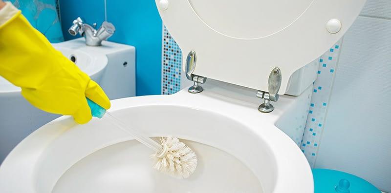 Rengöring av toaletten
