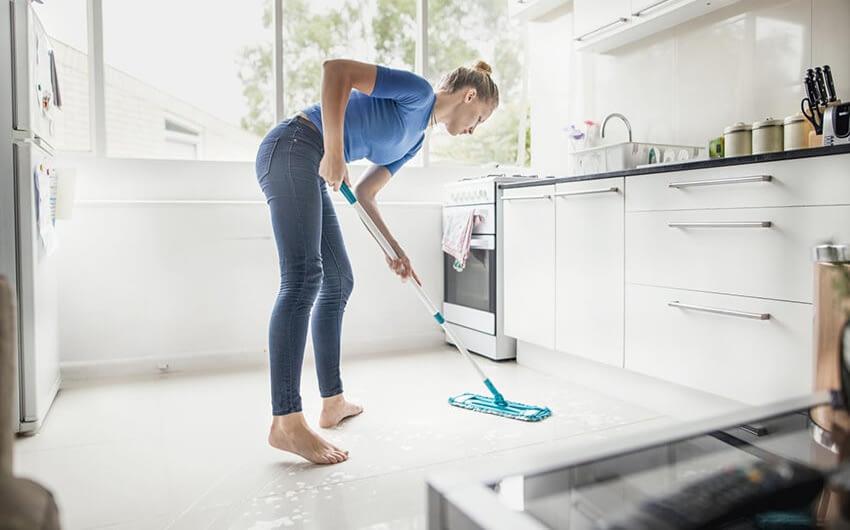 Hur rengör man golvet i köket