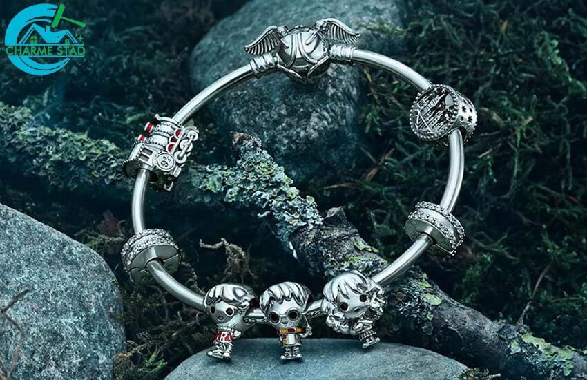 Hur kan man rengöra ett armband från Pandora?